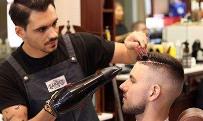 چگونه آرایشگر خود را برای آرایش بهتر راهنمایی کنیم؟