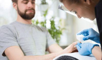 خدمات مانیکور مردانه سلامت دستهایتان را تضمین میکند