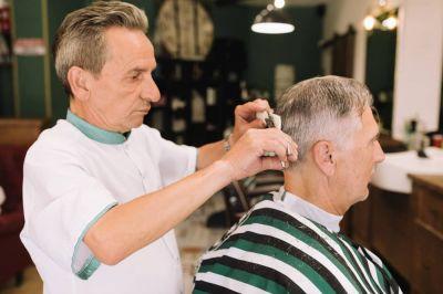 کوتاهی موی سالمندان در منزل